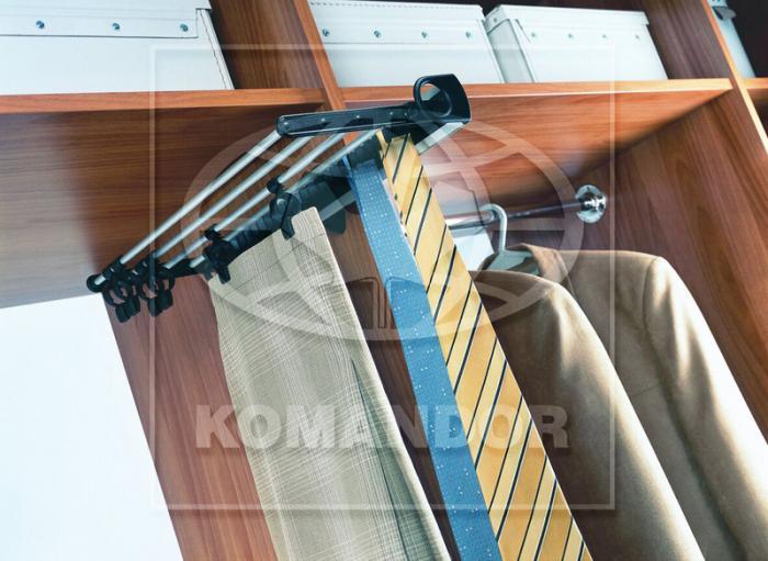 Výsuvný kravatovník a kalhotovník
